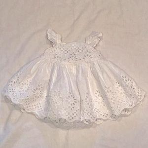 ❣️BABY GAP WHITE EYELETT DRESS (0-3M)